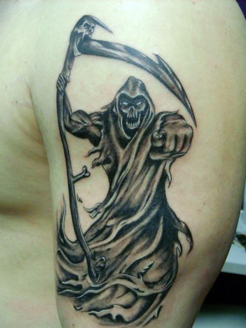 Faucheuse en train de te regarder de tatouage sur l paule - Tatouage la faucheuse ...